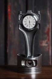 scrapUPdesign Uhr aus Autoteilen